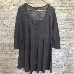Torrid Plunge Neck Lace Backing Gray Tunic Shirt 2